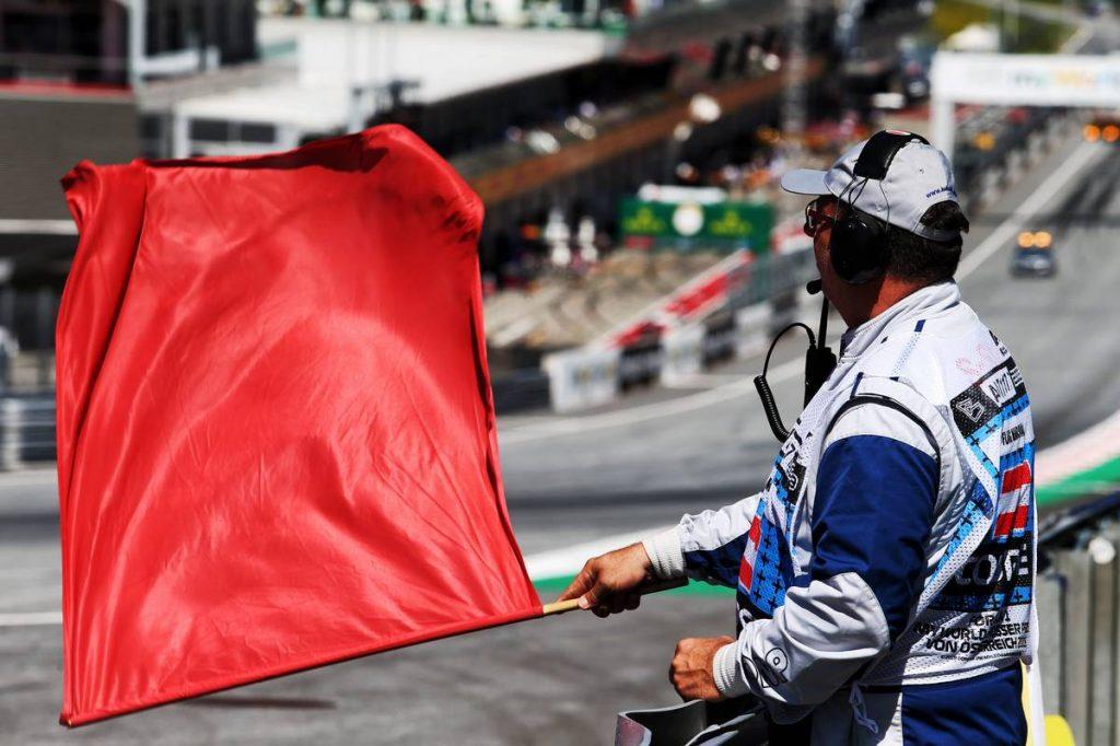 Arti Warna Bendera pada Balapan Mobil di Hartford